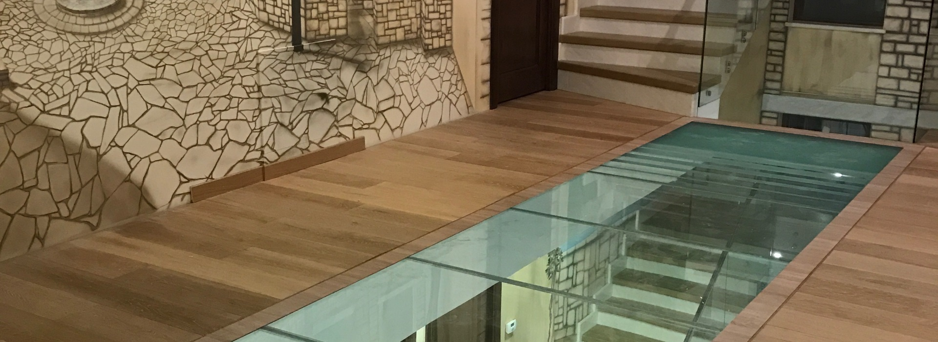 Полы и потолки из стекла
